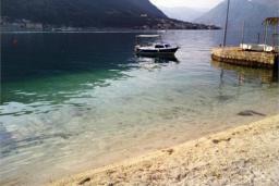 Ближайший пляж. Черногория, Доброта : Апартамент на берегу моря, гостиная, 2 отдельные спальни, терасса
