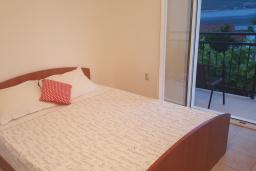 Студия (гостиная+кухня). Черногория, Кумбор : Студия с балконом и видом на море, 50 метров до пляжа