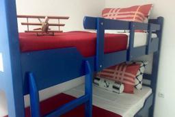 Спальня 3. Черногория, Кримовица : Вилла с видом на море, 4 спальни, 2 ванные комнаты, зеленый дворик, место для барбекю, парковка, Wi-Fi