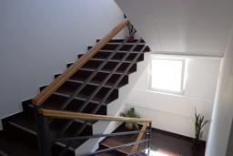 Лестница наверх. Kapri 3* в Игало