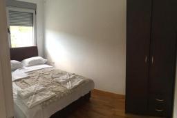 Спальня. Черногория, Рафаиловичи : Апартамент с отдельной спальней и балконом с видом на море