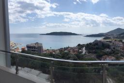 Вид на море. Черногория, Рафаиловичи : Апартамент с отдельной спальней и балконом с видом на море