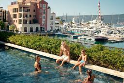 Бассейн. Regent Porto Montenegro 5* в Тивате