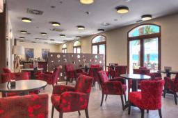 Кафе-ресторан. Pine 4* в Тивате