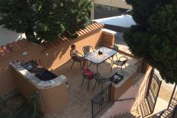 Терраса. Черногория, Сутоморе : Двухэтажная вилла с большой гостиной, 4 спальни, 2 ванные комнаты, барбекю, парковка