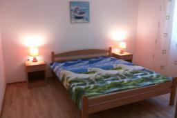Спальня 2. Черногория, Сутоморе : Двухэтажная вилла с большой гостиной, 4 спальни, 2 ванные комнаты, барбекю, парковка