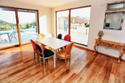Dining area. Montenegro, Herceg-Novi : Villa with 4 bedrooms in Herceg-Novi for 12 guests