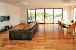Living room. Montenegro, Herceg-Novi : Villa with 4 bedrooms in Herceg-Novi for 12 guests