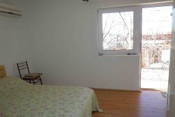 Спальня. Черногория, Сутоморе : Двухэтажный дом с двориком, 3 спальни, 2 ванные комнаты