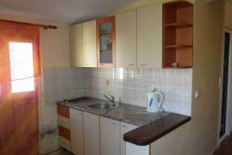 Кухня. Черногория, Сутоморе : Двухэтажный дом с двориком, 3 спальни, 2 ванные комнаты