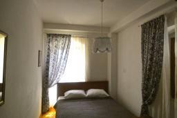 Спальня. Черногория, Пераст : Апартамент на берегу залива с балконом и видом на море, 3 спальни, 2 ванные комнаты