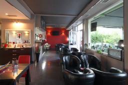 Кафе-ресторан. Aruba 4* в Будве