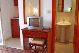 Кухня. Черногория, Будва : Апартаменты с 1 спальней