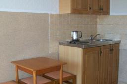 Кухня. Черногория, Будва : Четырехместный номер Дуплекс