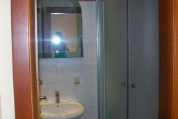 Ванная комната. Черногория, Будва : Четырехместный номер Дуплекс