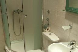 Ванная комната. Черногория, Будва : Одноместный номер
