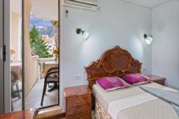 Спальня. Черногория, Будва : Двухместный номер Комфорт с 1 кроватью и балконом