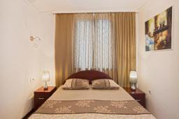 Спальня. Черногория, Будва : Двухместный номер с 1 кроватью и балконом