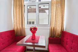 Обеденная зона. Черногория, Будва : Апартаменты с 2 спальнями и балконом