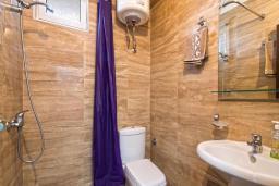 Ванная комната. Черногория, Будва : Апартаменты с 2 спальнями и балконом
