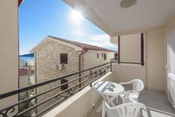 Балкон. Черногория, Бечичи : Апартамент с гостиной, отдельной спальней и балконом