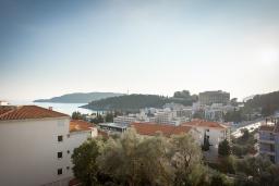 Вид на море. Черногория, Бечичи : Апартамент с гостиной, 3-мя спальнями и балконом