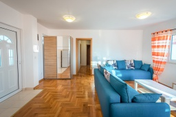 Гостиная. Черногория, Бечичи : Апартамент с гостиной, 3-мя спальнями и балконом