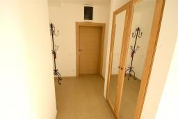 Коридор. Черногория, Бечичи : Апартамент с гостиной, 2-мя спальнями и балконом