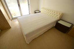 Спальня. Черногория, Бечичи : Апартамент с гостиной, 2-мя спальнями и балконом