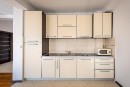 Кухня. Черногория, Бечичи : Пентхаус с шикарным видом на море, с гостиной, 3-мя спальнями и балконом