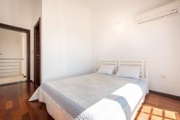 Спальня 2. Черногория, Бечичи : Пентхаус с шикарным видом на море, с гостиной, 3-мя спальнями и балконом