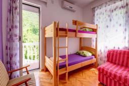 Спальня 2. Черногория, Будва : Вилла с бассейном, большой гостиной, 2-мя спальнями, 2-мя ванными комнатами, Wi-Fi