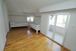 Спальня 2. Черногория, Игало : Уютный апартамент с балконом и видом на море, 2 отдельные спальни, 20 метров до пляжа