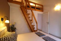 Спальня 2. Черногория, Бечичи : Апартамент с большой гостиной, двумя спальнями и балконом с видом на море
