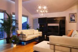Гостиная. Черногория, Бечичи : Пентхаус с огромной гостиной, 3-мя спальнями, большим балконом с шикарным видом на море