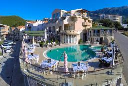Фасад дома. Spa Resort Becici 4* в Бечичи