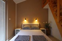 Спальня 2. Черногория, Бечичи : Апартаменты с 2 спальнями и балконом с видом на море