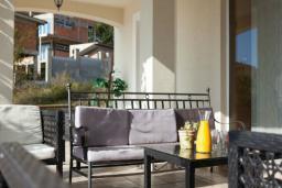 Терраса. Черногория, Бечичи : Апартаменты с 2 спальнями и террасой