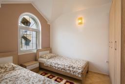 Спальня 2. Черногория, Бечичи : Апартаменты с 2 спальнями и балконом с шикарным видом на море