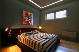 Спальня. Черногория, Бечичи : Апартаменты Делюкс с 2 спальнями и балконом с видом на море