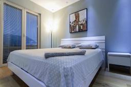 Спальня 2. Черногория, Бечичи : Апартаменты Делюкс с 2 спальнями и балконом с видом на море