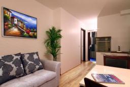 Гостиная. Черногория, Бечичи : Апартаменты Делюкс с 1 спальней и балконом