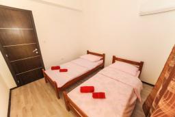 Спальня 2. Черногория, Будва : Апартамент с большой гостиной, двумя спальнями и балконом