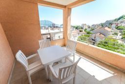 Балкон. Черногория, Будва : Апартамент с большой гостиной, двумя спальнями и балконом