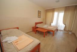 Спальня. Черногория, Рафаиловичи : Студио №702 с видом на море