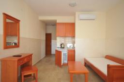 Спальня. Черногория, Рафаиловичи : Студио №703 с видом на море