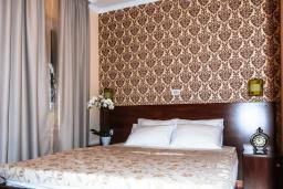 Спальня. Черногория, Рафаиловичи : Апартамент №14 с отдельной спальней и видом на море (APP 02+2 SV)