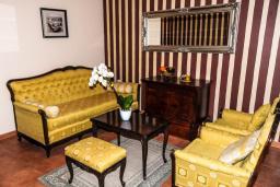 Гостиная. Черногория, Рафаиловичи : Апартамент №24 с отдельной спальней и видом на море (APP 02+2 SV)