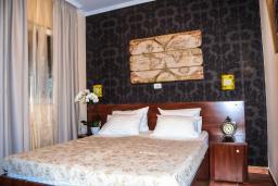 Спальня. Черногория, Рафаиловичи : Апартамент №24 с отдельной спальней и видом на море (APP 02+2 SV)