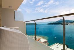Балкон. Черногория, Рафаиловичи : Апартамент с отдельной спальней и видом на море (APP 04 SV)